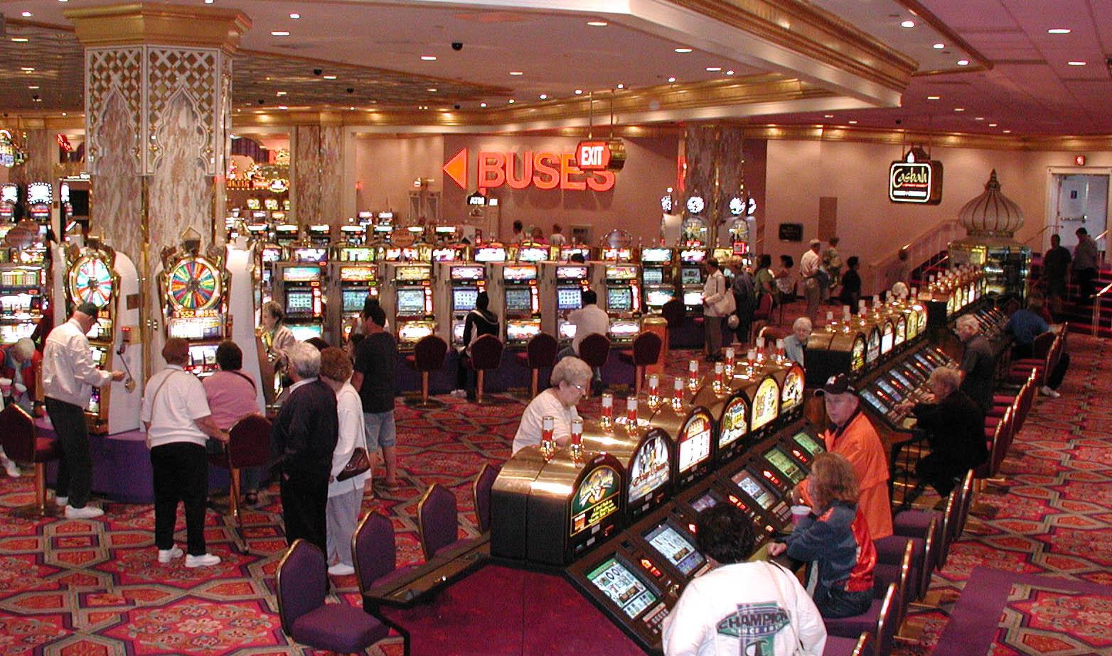 Jeux casino: pourquoi préférer jouer sur Internet?